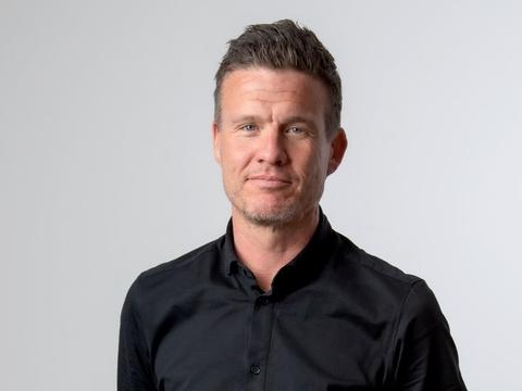 Søren Rosenlund Christensen, ansvarshavende chefredaktør ved Nordjyske Medier, har fredag mistet livet. Han døde som følge af komplikationer efter en trafikulykke tidligere på ugen. Han efterlader sig sin kone og to voksne børn.