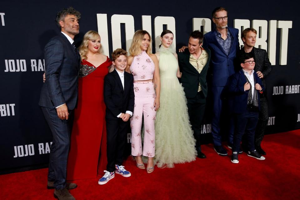 """Instruktør Taika Waititi står bag """"Jojo Rabitt""""  med stjerner som Scarlett Johansson, Alfie Allen og Sam Rockwell."""