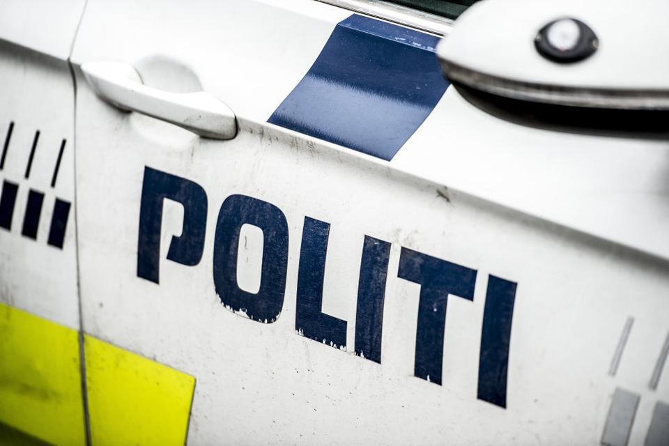 Rigspolitiet skal nu vurdere, om en sag om misbrug af stilling skal have ansættelsesmæssige konsekvenser for to politifolk. (Arkivfoto)