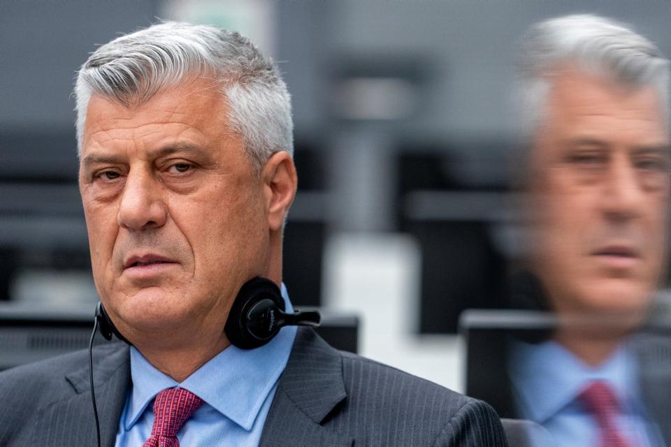 Hashim Thaci, der torsdag trådte tilbage fra posten som Kosovos præsident, var mandag fremstillet for en dommer ved en særdomstol i Haag.
