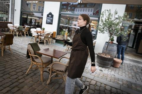 Der kommer ikke til at være traditionelle julefrokoster i år, siger statsminister Mette Frederiksen (S). (Arkivfoto)