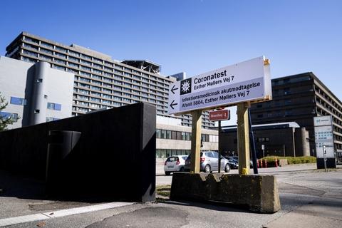 Der er flere nyindlagte med corona i Region Hovedstaden end i andre regioner i landet. Men tallene tager ikke højde for, at patienter fra andre regioner overføres til Rigshospitalet i København, påpeger hospitalsdirektør. (Arkivfoto).
