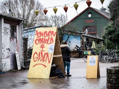 Opholdsforbud på dele af Christiania blev indført 7. januar og er siden blevet forlænget mange gange.