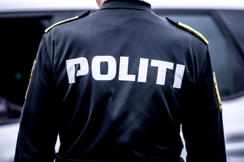 Betjente fra Østjyllands Politi afgav lørdag skud mod en knivbevæbnet mand på en adresse i Hornslet. (Arkivfoto).
