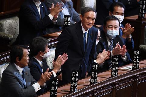 Yoshihide Suga er med 314 ud af 462 stemmer blevet valgt som Japans nye premierminister.