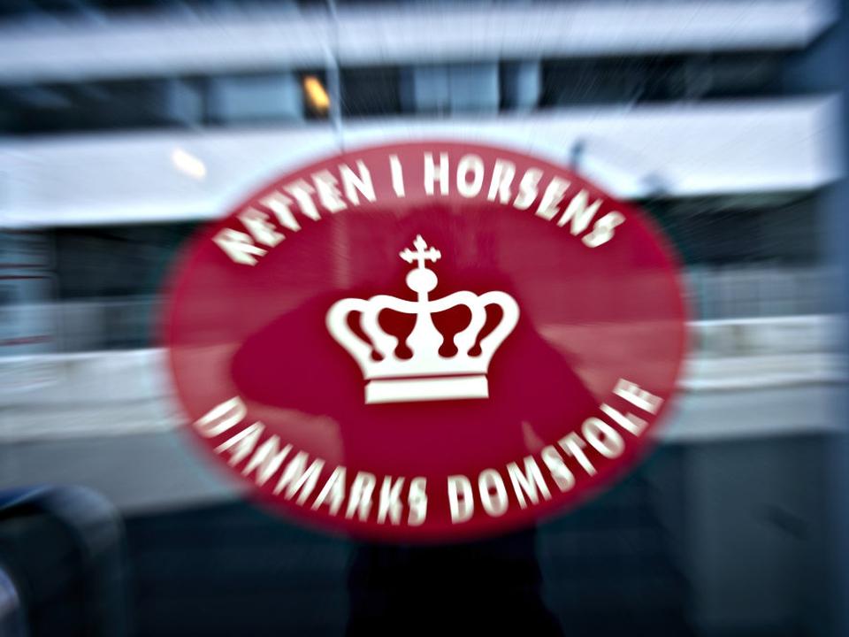 Retten i Horsens har fredag afsagt dom i en sag om dødsvold. To mænd på 22 og 20 er idømt henholdsvis seks og syv års fængsel. (Arkivfoto)