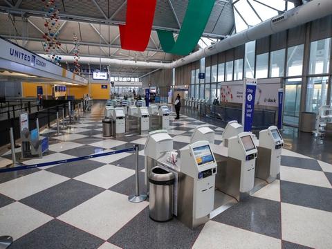 Her ses en næsten tom O'Hare-lufthavn tilbage i november. Men helt tom var den tilsyneladende ikke. For en mand skjulte sig angiveligt i et område af lufthavnen, som krævede sikkerhedsgodkendelse.