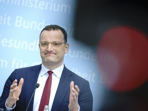 """Tysklands sundhedsminister, Jens Spahn, vil have EU-Kommissionen til at bestille covid-19 booster-vacciner til 2022 og 2023 fra mindst fire forskellige medicinalvirksomheder. Navnligt vacciner til """"genopfriskning""""."""