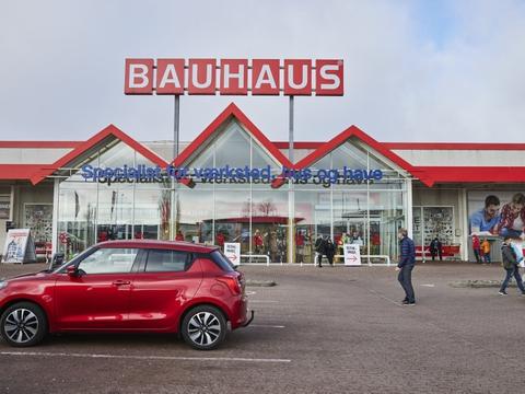 På grund af butikkernes størrelse har Bauhaus - modsat konkurrenterne - måttet åbne med tidsbestilling for kunderne.