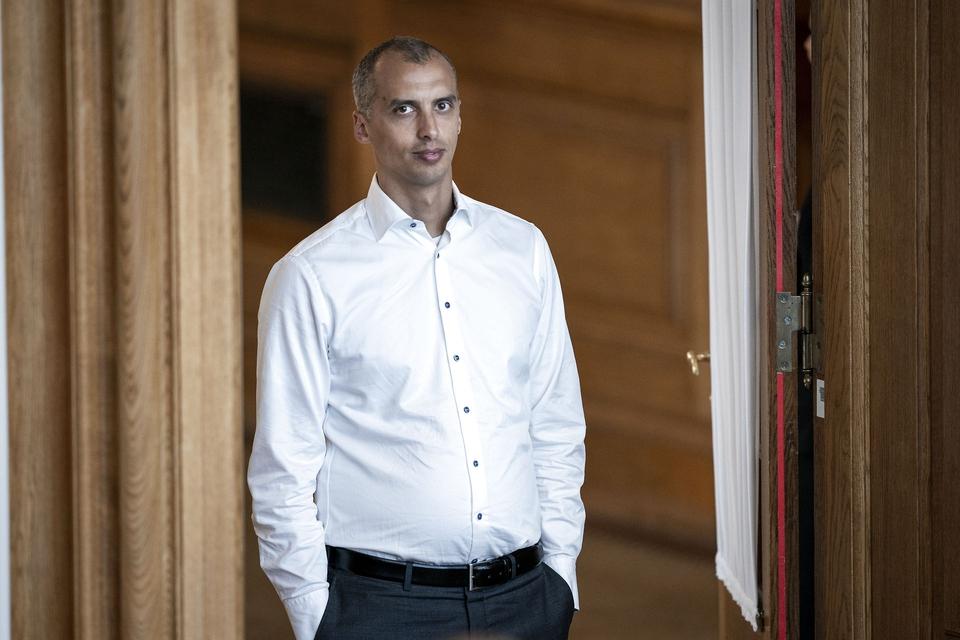 (ARKIV) Udlændinge- og integrationsminister Mattias Tesfaye (S) til afstemning af lovforslaget om ændring af lov om fremme af vedvarende energi og lov om naturgasforsyning. (Foto: Niels Christian Vilmann/Ritzau Scanpix)