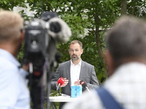 Aarhus har den seneste tid været ramt af flere corona-tilfælde. Borgmesteren advarer om situationen.