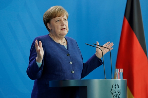 """Den tyske forbundskansler, Angela Merkel, har sammen med den franske præsident, Emmanuel Macron, fremlagt et forslag til en stor genopretningsfond på 500 milliarder euro. Udenrigsminister Jeppe Kofod (S) kalder forslaget """"interessant og godt"""", og han vil også have en stor fond. Men regeringen kræver, at EU-lande, der modtager penge fra fonden, betaler dem tilbage."""