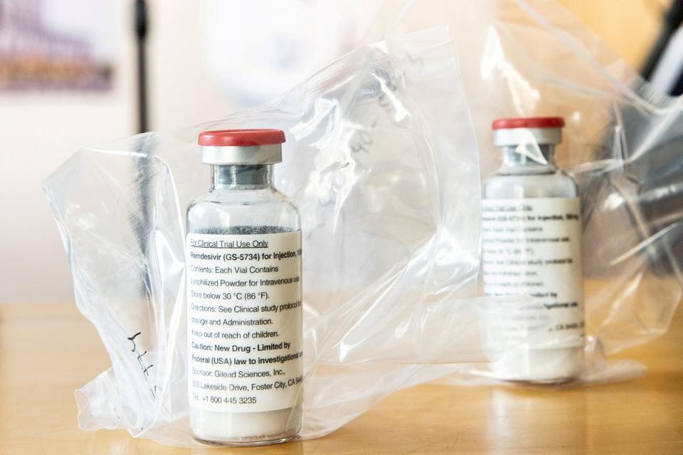 Selvom Remdesivir blev udviklet til behandling af hepatitis C, viste det sig brugbart til behandling af ebola-virusset, og studier har vist lovende resultater på Covid-19. Nu skal EU's lægemiddelagentur, EMA, tage stilling til en ansøgning om godkendelse til brug mod netop Covid-19. (Arkivfoto)