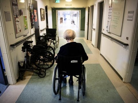 For at beskytte ældre mod coronasmitte er der opsat retningslinjer for besøg af ældre borgere på plejehjem og sygehuse. (Arkivfoto)