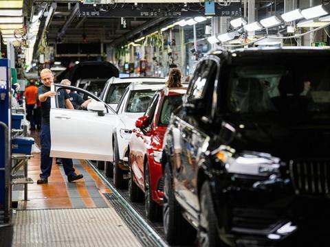 Volvo Cars' fabrik i Torslanda ved Göteborg.  Det kinesiske-ledede bilproducent  vil fra 2030 kun producere el-biler. Alle modeller med en forbrændingsmotor - deriblandt hybridbiler - vil blive udfaset, siger den svenske bilfabrik.