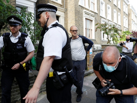 Presset øges på Dominic Cummings, der er Boris Johnsons strategiske toprådgiver. Han siger, at han ikke fortryder, at han midt under den strenge britiske coronanedlukning valgte at køre sin familie til det nordøstlige England.
