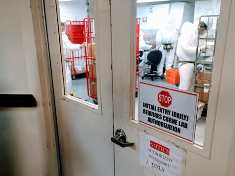Personale gennemgår i en regeringsbygning nær USA's forsvarsministerium, Pentagon, breve til Det Hvide Hus. (Arkivfoto)