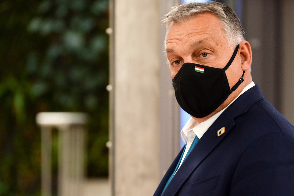 Ungarns premierminister, Viktor Orbán, annoncerer mandag en ny delvis nedlukning af samfundet, som skal gælde de kommende 30 dage.