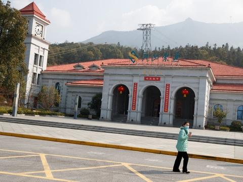 Udbruddet af coronavirus har lagt flere steder øde hen i Kina, og det er med til at dæmpe den økonomiske aktivitet i landet.
