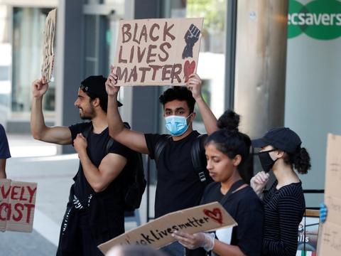 Demonstrationer efter den sorte mand George Floyds død efter en anholdelse har foregået digital og i det virkelige liv. Her er det i USA. (Arkivfoto)