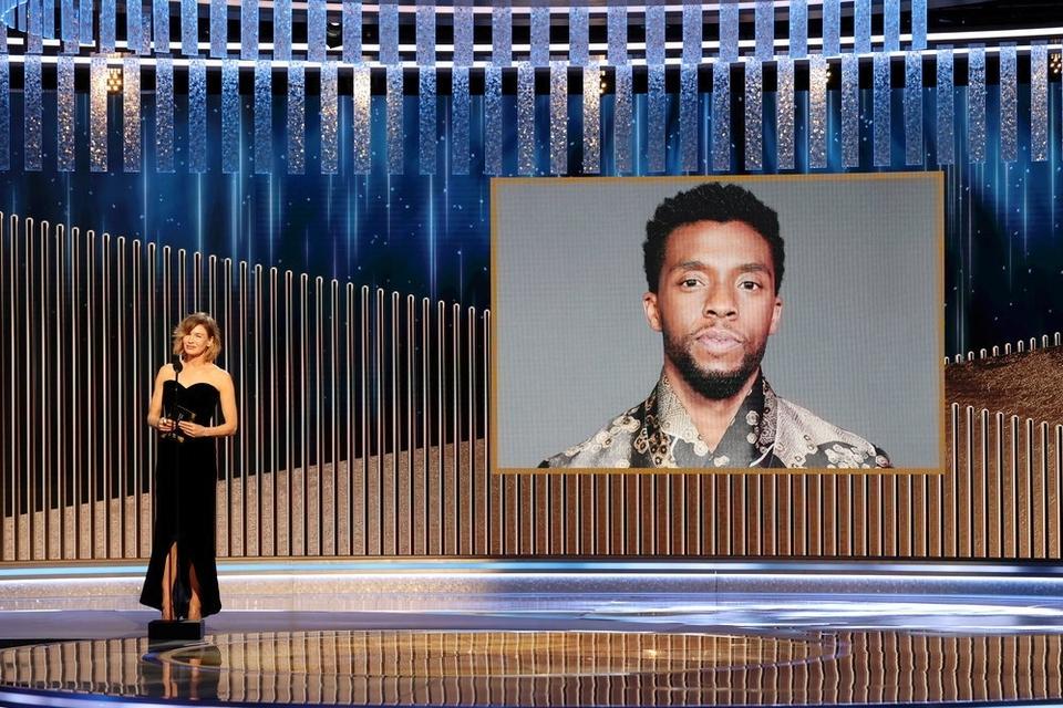 Den afdøde skuespiller Chadwick Boseman modtager posthumt prisent for Bedste Mandlige SKuespiller ved dette års Golden Globes.