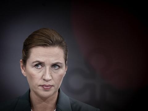 Statsminister Mette Frederiksen (S) har forsat tillid til sin udenrigsminister, som er i vælten grundet en sexsag fra 2008. (Arkivfoto).