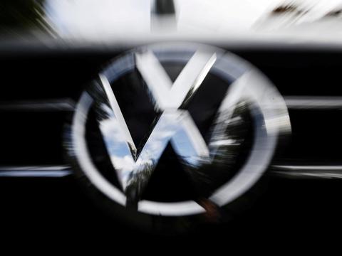 Tysklands øverste civile domstol siger i en med spænding imødeset dom mandag, at en 65-årig mand i princippet har ret til erstatning for købet af en VW Sharan i 2014 som følge af dieselgate. Dette er blot en af de 11 millioner biler, som på verdensplan var forsynet med snydesoftware. Tusindvis af sagsanlæg ventes nu at følge.