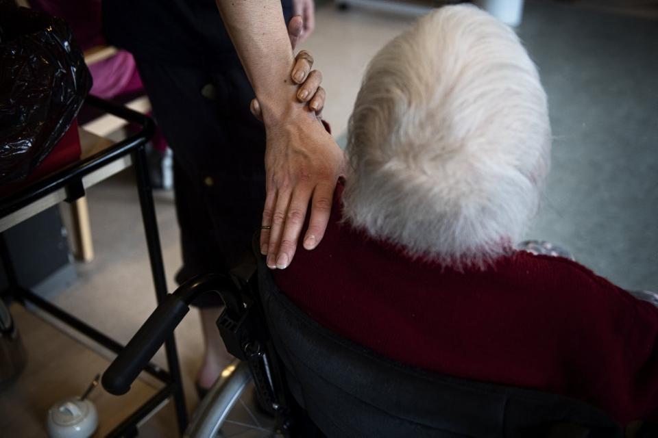 Nu bliver der åbnet yderligere for besøg på plejehjem og sygehuse. Der har siden marts været pålagt skrappe restriktioner på besøg. (Arkivfoto)