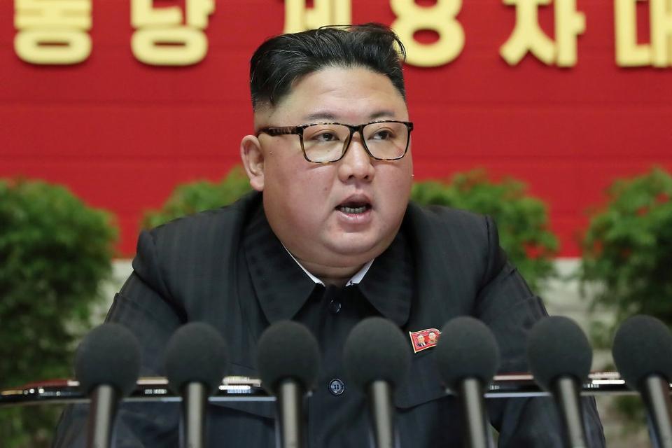 Det er op til den amerikanske præsident at forbedre relationerne mellem USA og Nordkorea, mener Kim Jong-un, der i en tale på Arbejderpartiets kongres betegner USA som landets største fjende.