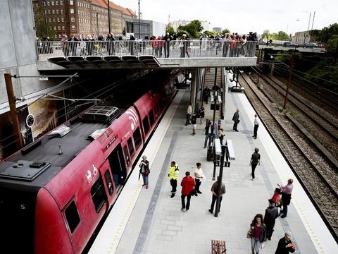 Med sensorer i togvognene kan DSB vejlede passagererne om, hvorvidt der er mulighed for at holde god afstand i S-togene. (Arkivfoto).