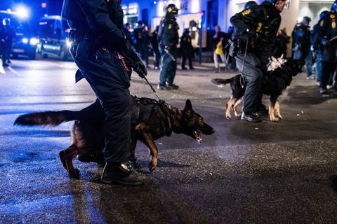 """Der var massivt politiopbrud i centrum af København og på Frederiksberg lørdag aften, hvor gruppen """"Men in Black"""" afholdt demonstration."""