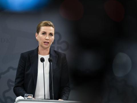 Statsminister Mette Frederik (S) og hendes embedsfolk er angiveligt i færd med at ansætte et departementsråd for økonomisk politik. (Arkivfoto)