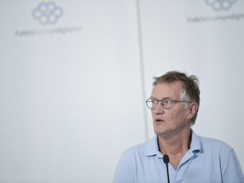 Statsepidemiolog Anders Tegnell siger, at der på de svenske intensivafdelinger udtrykkes støtte til hans antagelse om, at epidemien ikke er tiltagende i Sverige, da antallet af smittetilfælde fortsat falder.  - Vi har registreret et øget antal smittetilfælde i de seneste dage, men I kan se, at det beror på, at vi tester flere, siger han.