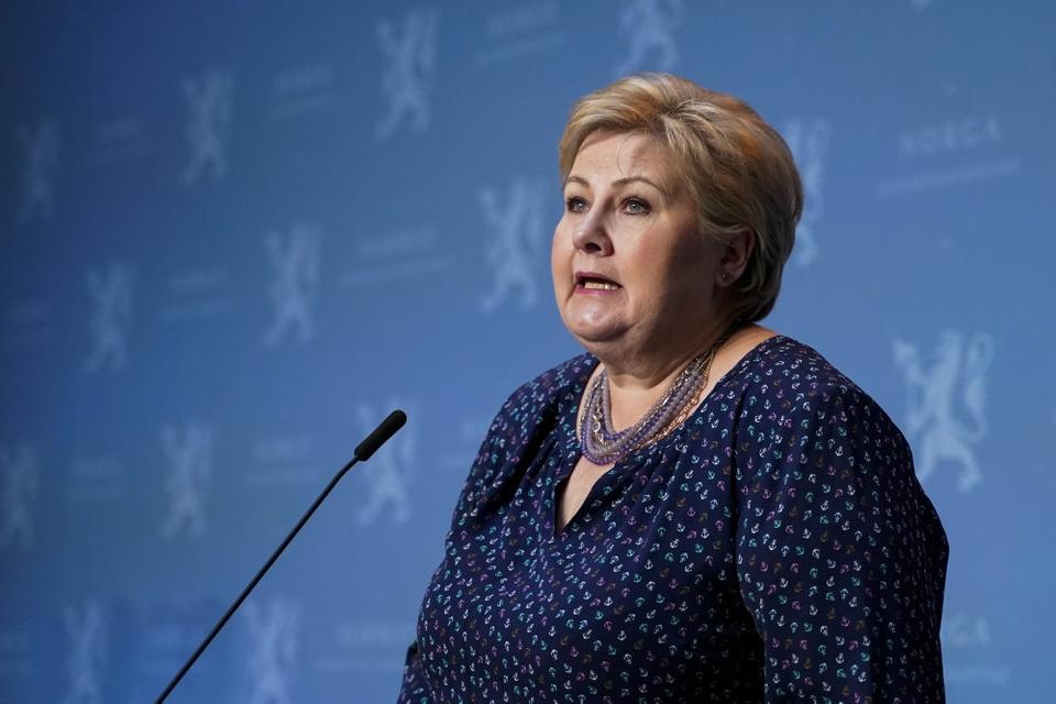 Norges statsminister Erna Solberg har torsdag aften løftet sløret for en omfattende genåbning af det norske samfund den kommende tid.