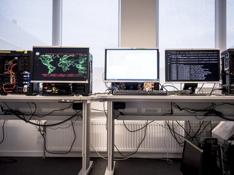Nationalt Cyber Crime Center (NC3) har sammen med Nordsjællands Politi og Københavns Politi fundet frem til en mand, som mistænkes for at lokke piger og unge kvindet til at sende nøgebilleder og -videoer. (Arkivfoto)