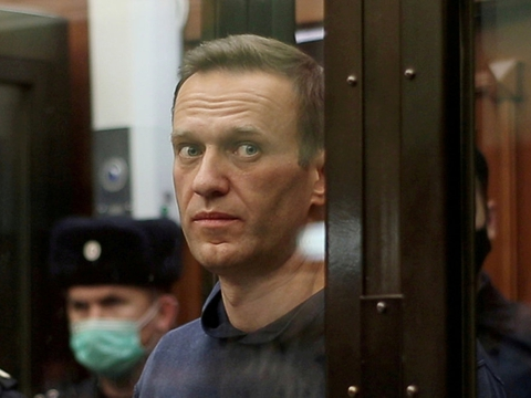 Den russiske oppositionsleder Aleksej Navalnyj ankom søndag til en straffelejr over 200 kilometer øst for Moskva, hvor han skal afsone en dom på to og et halvt års fængsel