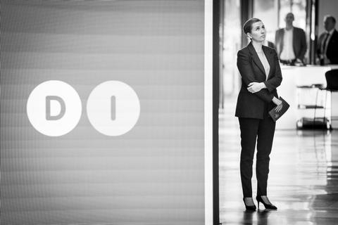 Dansk Industri opfordrer statsminister Mette Frederiksen (S) og resten af regeringen til at udvikle en langsigtet plan og skrue op for transparensen, når det gælder håndteringen af coronakrisen. (Arkivfoto)