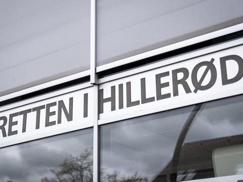 Det er ved Retten i Hillerød, at en cirka 40-årig far fremstilles i grundlovsforhør. Politiet mener, at han i cirka et halvt år har begået overgreb mod sit eget barn. (Arkivfoto)