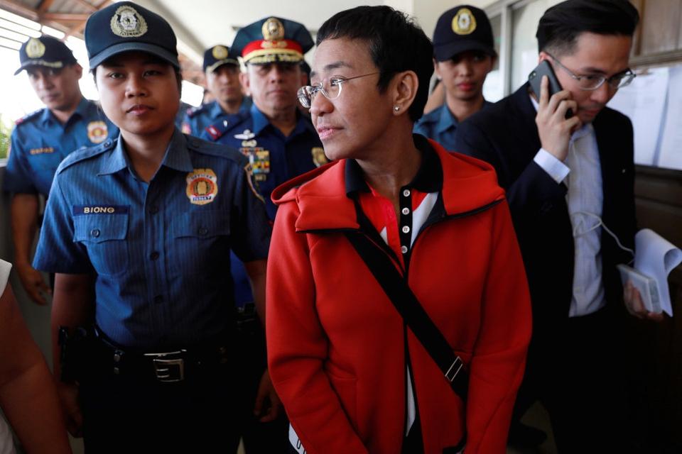 Maria Ressa, der blandt andet har arbejdet for CNN, har vakt opsigt med Rapplers undersøgende historier om præsident Duterte og hans blodige kamp mod narkotika.