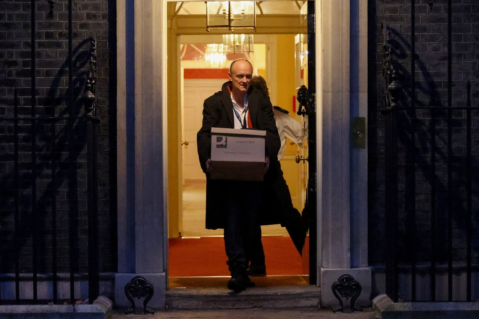 Dominic Cummings ses her angiveligt forlade Downing Street 10 for sidste gang.
