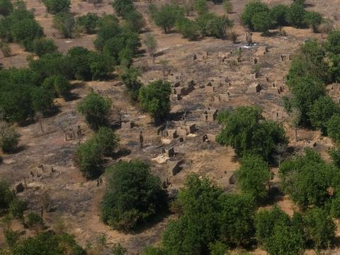 Et mangeårigt oprør har kostet flere end 36.000 mennesker livet, siden Boko Haram begyndte det i det nordøstlige Nigeria i 2009. Her ses et afbrændt område efter et angreb i 2017 i Nigeria. (Arkivfoto.)