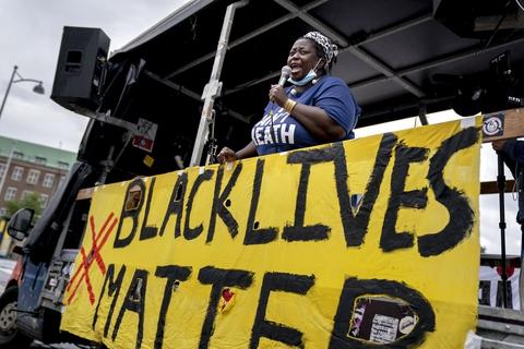 Black Lives Matter Denmark demonstrerer mod Udlændingecenter Ellebæk, på Christiansborg Slotsplads i København onsdag den 2. september 2020. (Foto: Ida Marie Odgaard/Ritzau Scanpix)