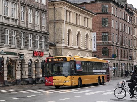Transportminister Benny Engelbrecht, Ældre Sagen og Faglige Seniorer opfordrer ældre danskere til ikke at tage bus, tog og metro, mens coronavirusset står på. (Arkivfoto)