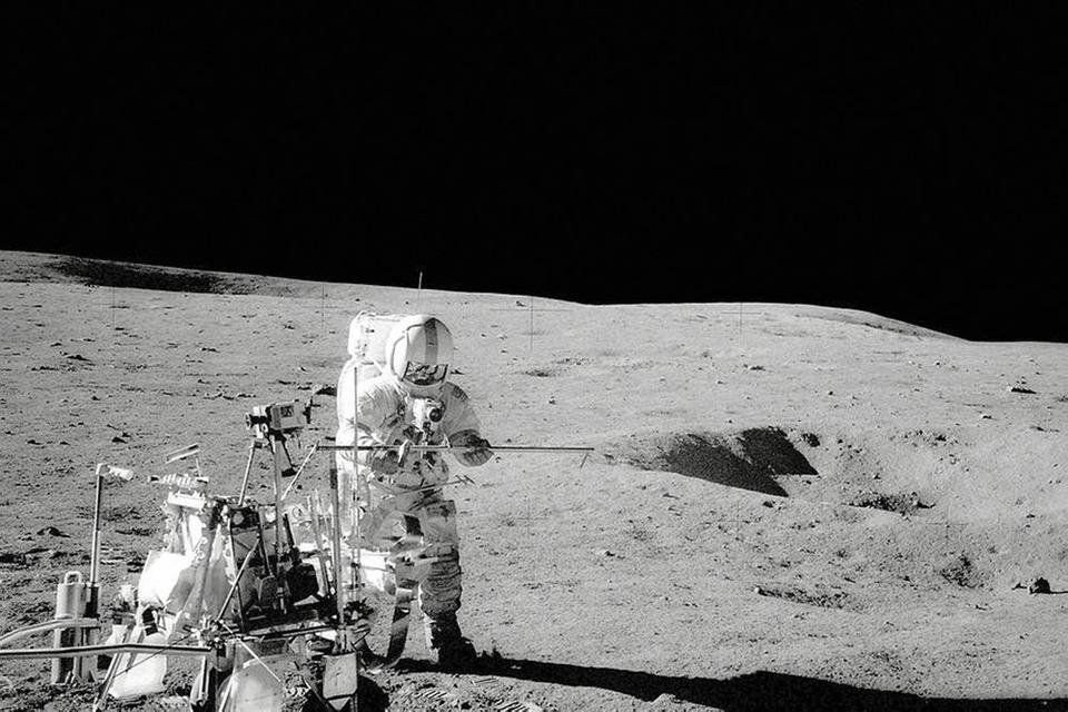 Nasa har brug for flere astronauter, og har ofte rekrutteret testpiloter fra det amerikanske luftvåben. Blandt andre Alan Shepard, som på dette foto fra 1971 ses stå på Månen.