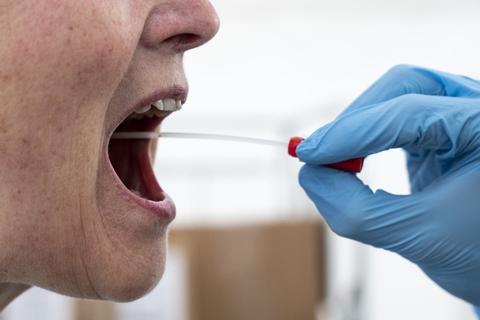 De 760 nye smittetilfælde er opdaget ud fra omkring 43.000 prøver. Dermed har 1,77 procent af prøverne været positive, hvilket er den højeste andel siden slutningen af april. (Arkivfoto)