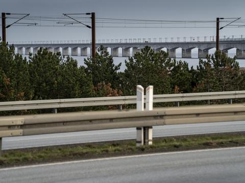 Det blev konstateret, at en lastbiltrailer fra Carlsberg på en lommevogn ikke stod i låseskamlen onsdag. Vognen kørte onsdag eftermiddag over lavbroen på Storebælt mod Fyn. (Arkivfoto)