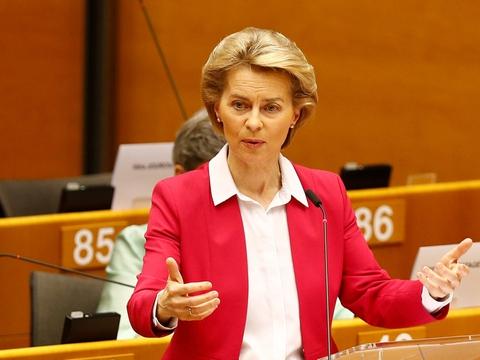 EU-Kommisisonens formand, Ursula von der Leyen, præsenterer en budgetramme på 1100 milliarder euro. Det er 8.200 milliarder kroner.