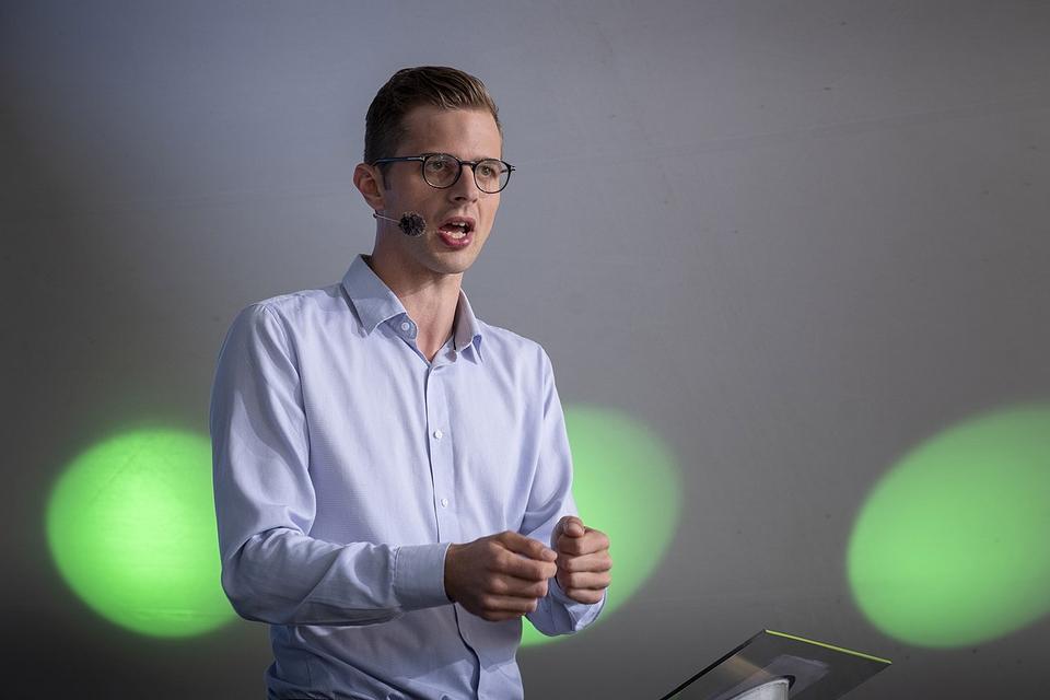 Alex Vanopslagh, Liberal Alliances partileder, taler på Folkemødet i Allinge på Bornholm i 2019. (Foto: Johan Wessman/News Øresund)
