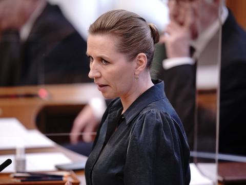 Statsminister Mette Frederiksen (S) ses her under tirsdagens partilederdebat, som er den tredje af slagsen i Folketingssalen, siden den blev introduceret i 2019.
