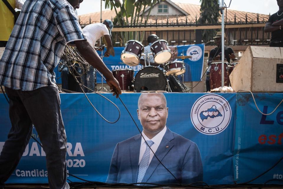 Faustin Archange Touadera blev i slutningen af december genvalgt som præsident i Den Centralafrikanske Republik, selv om magtfulde oprørsgrupper har forsøgt at forhindre det.